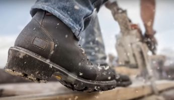 What are the things to consider before purchasing safety boots?